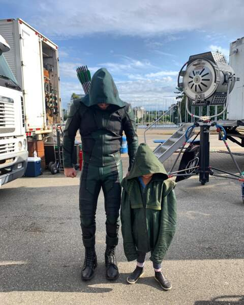 Sur le tournage d'Arrow, Stephen Amell peut compter sur une recrue de taille !