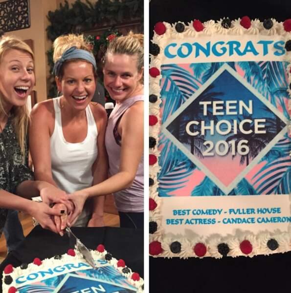L'équipe a fêté comme il se doit son Teen Choice Awards de la meilleure comédie