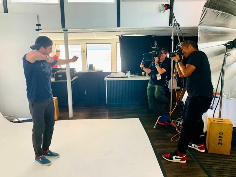 Stephen Amell peaufine l'art de l'archer sur le tournage de Arrow