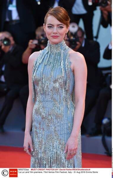 Emma Stone, juste divine illumine les tapis rouges