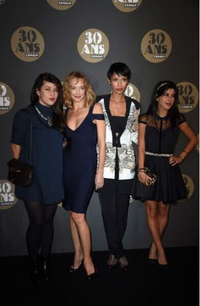 """Ou avec sa """"bande de filles"""" : Mylène Jampanoï, Hélène de Fougerolles et Sonia Rolland"""