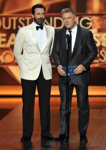 Jon Hamm et Alec Baldwin remettent le prix de la meilleure actrice dans une série comique
