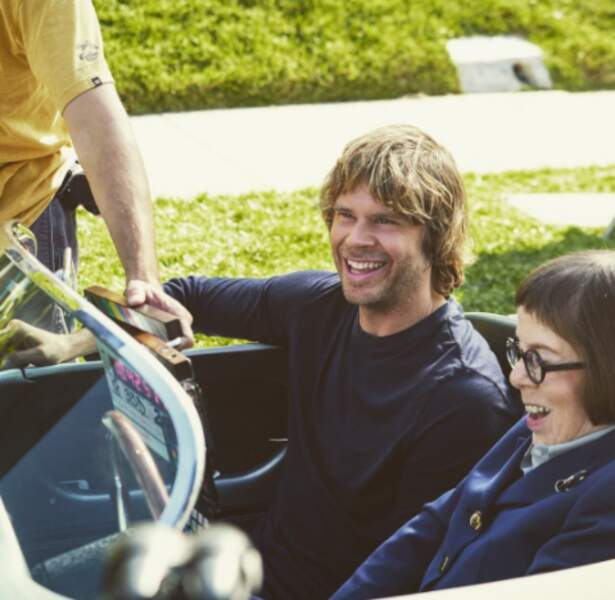 Avant qu'elle mette le contact, Eric Christian Olsen était ravi de faire un tour en voiture avec Linda Hunt