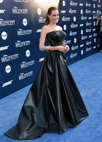 Angelina Jolie, impériale à l'avant-première de Maléfique à Los Angeles mercredi 28 mai