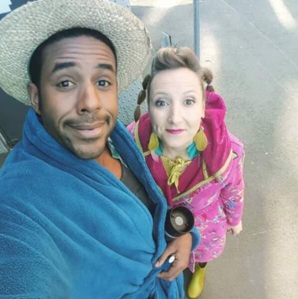Audrey Lamy et Loup-Denis Elion ont l'air malin pendant leur pause sur le plateau de Scènes de ménages