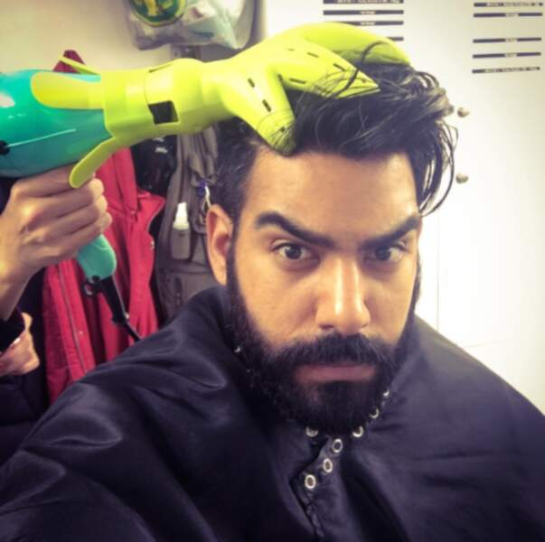 Saluons l'astuce de la coiffeuse de Rahul Kohli, qui affectionne tout particulièrement les massages du cuir chevelu