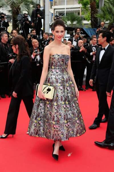 Superbe robe bustier pour Frédérique Bel