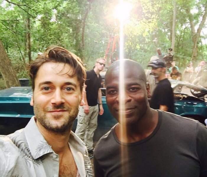 Hors caméra, Ryan Eggold (Tom Keen) et Hisham Tawfiq (Dumbe), de Blacklist, s'entendent comme larrons en foire