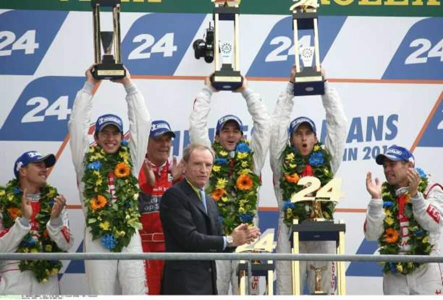 En 2010, Jean-Claude Killy a remis le trophée. Il a couru l'épreuve en 1968 et 1969