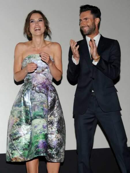 Concours d'applaudissement entre Keira Knightley et Adam Levine