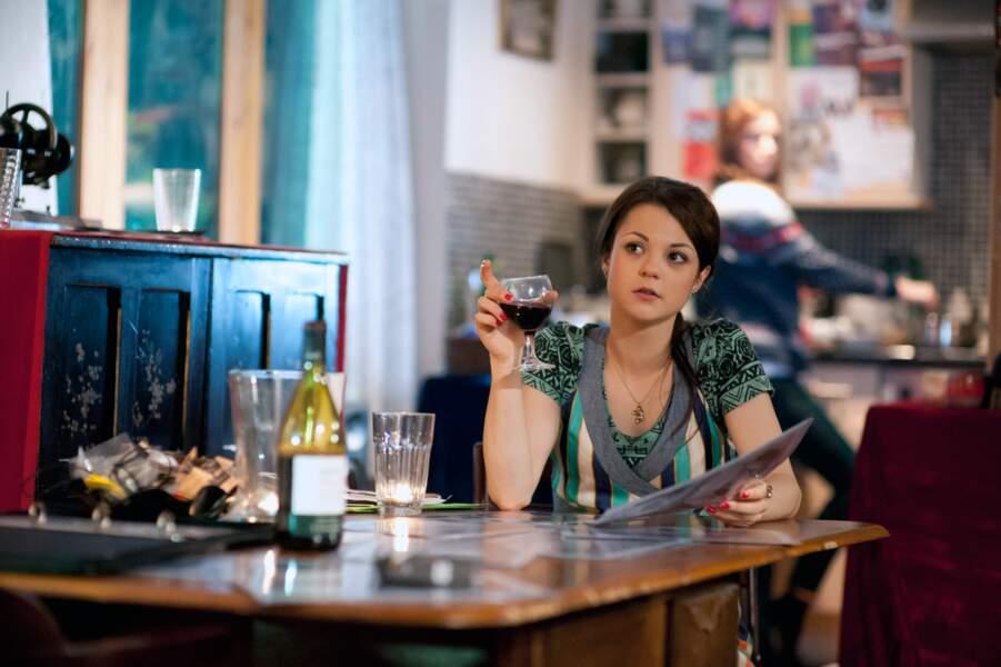 De 2009 à 2010, Kathryn Prescott a joué Emily Fitch dans la série télévisée Skins