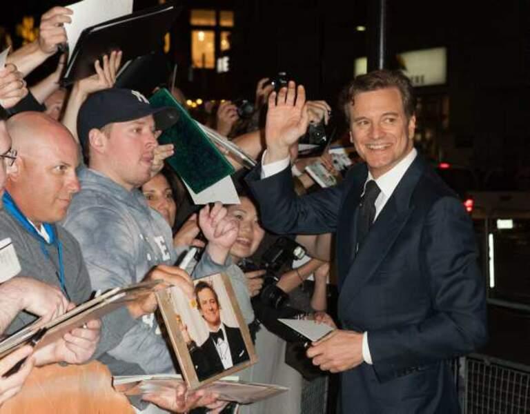 Colin Firth signe des autographes