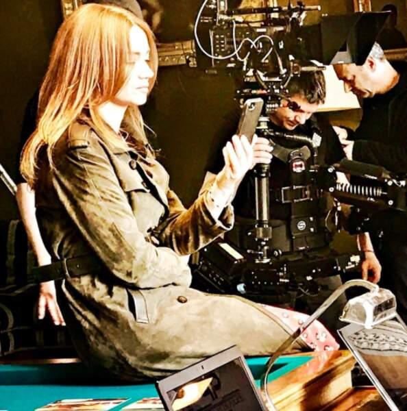 La comédienne profite d'une accalmie pour prendre des photos du tournage dont elle nous fera profiter ensuite