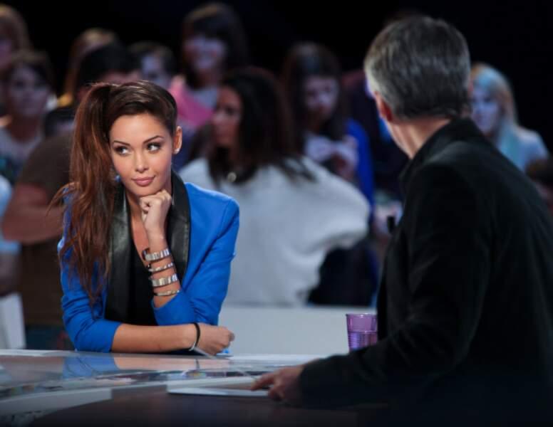 Devenue incontournable, Nabilla est invitée au Grand Journal de Canal+ en octobre 2013.