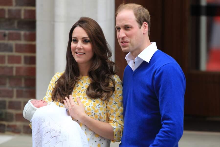 Radieux, le duc et la duchesse de Cambridge ont posé pour les photographes avec leur nouvelle-née