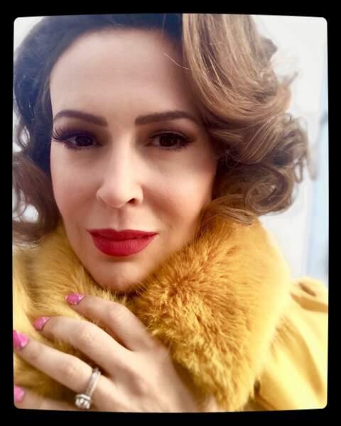 Alyssa Milano essaierait-elle de se réchauffer pendant le tournage de la saison 2 d'Insatiable ?