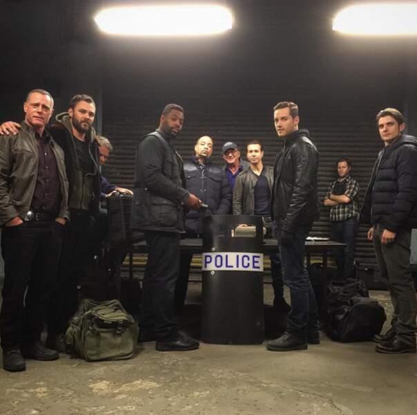 La photo de groupe du crossover de Chicago police Departement et de New York, unité spéciale.