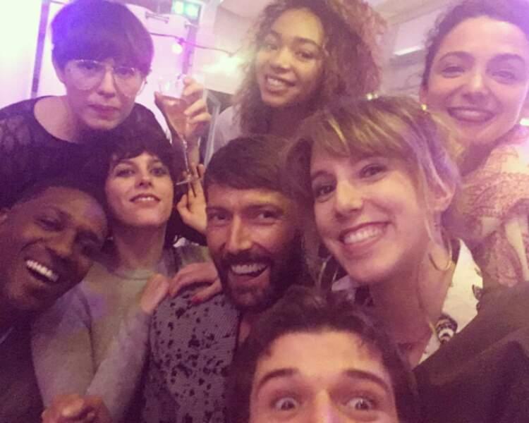 Photo de groupe : les comédiens du feuilleton de France 3 sont au diapason eux aussi