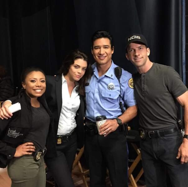 Shalita Grant, Vanessa Ferlito et Lucas Blake posent avec Mario Lopez, de passage dans NCIS : Nouvelle-Orléans