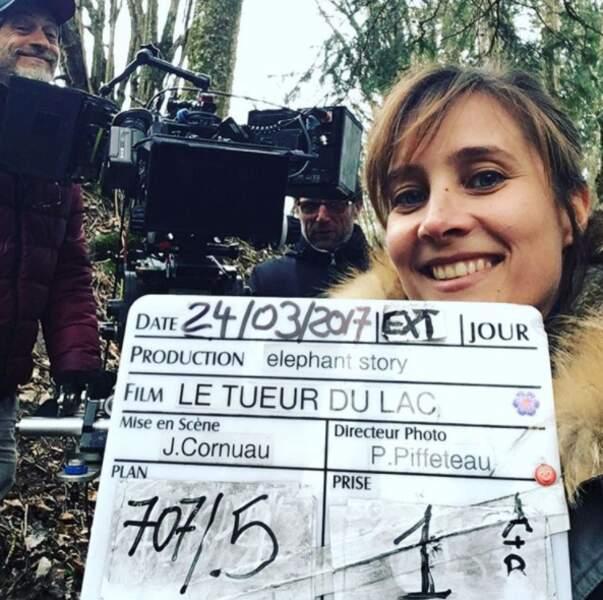 Julie de Bona, toujours pimpante, sur le tournage de la suite du Tueur du lac