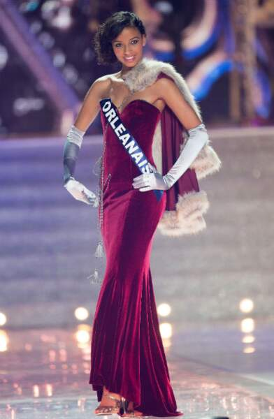 Flora Coquerel en robe du soir sur le thème de La Princesse Anastasia