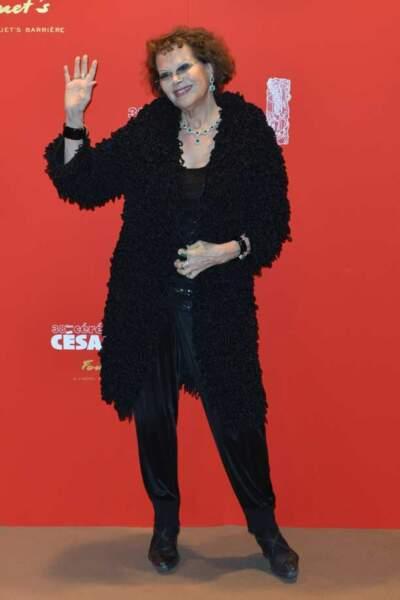 Claudia Cardinale, le deuxième manteau caniche de la soirée