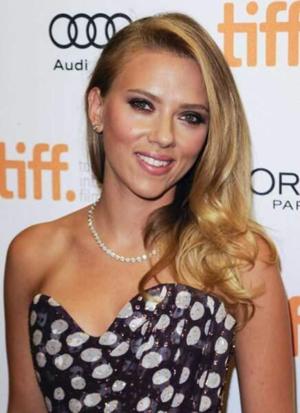 Scarlett Johansson a foulé le tapis rouge de Toronto, peu après ses fiançailles avec un Frenchie