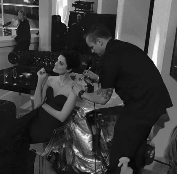 Jaimie Alexander, la star de Blindspot, passe des heeeeuuures au maquillage