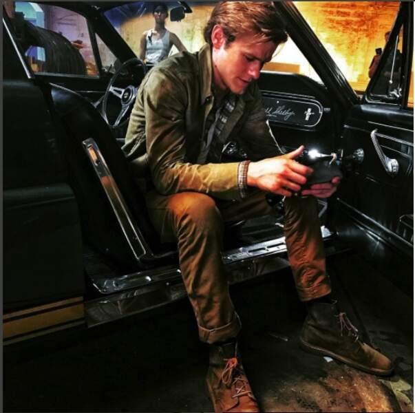 C'est en Shelby Mustang que MacGyver, alias Lucas Still, s'apprête à sauver la veuve et l'orphelin…