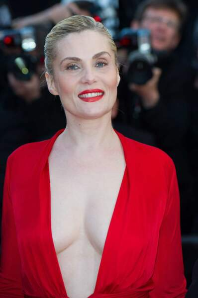 Emmanuelle Seigner, 48 ans. Ses seins vont bien, merci.