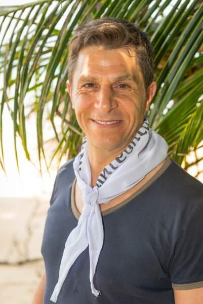 Amir a 46 ans et est directeur commercial