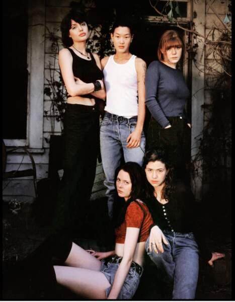 Angelina, Jenny, et toutes leurs meilleures copines dans le film Foxfire (1996).