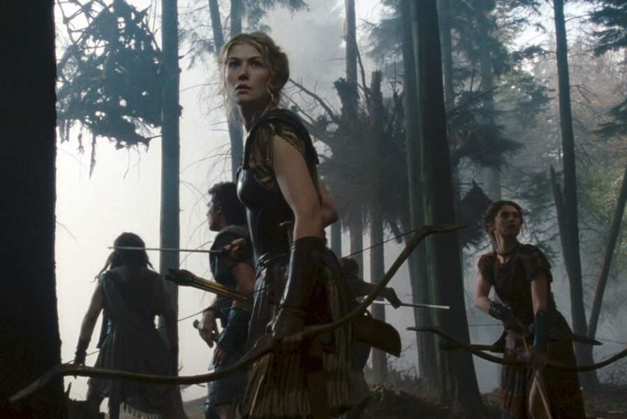 Jouant Andromède, elle se frotte à l'univers de l'heroic fantasy dans le blockbuster La colère des titans (2012).