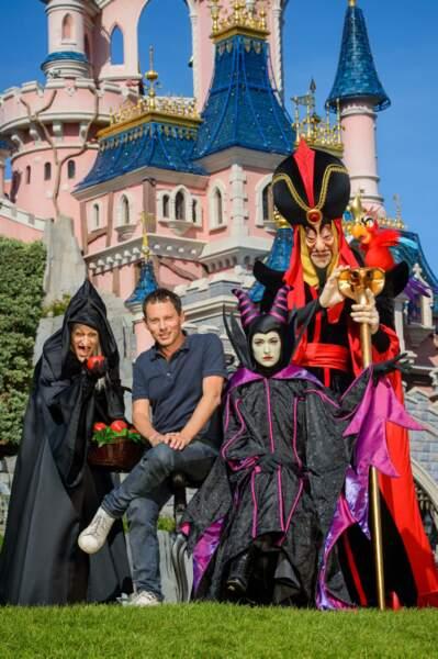 Marc-Olivier Fogiel avec Jafar et la sorcière de Blanche Neige.
