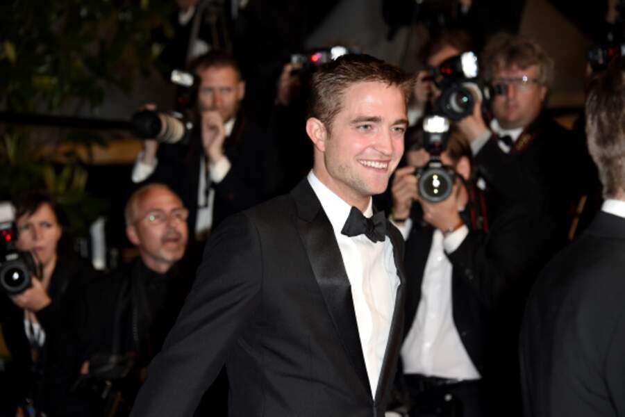 Robert Pattinson monte les marches pour The Rover