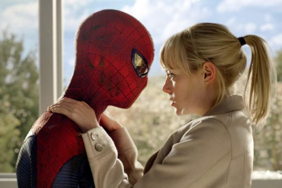 Dans The Amazing Spider-Man (2012) elle incarne Gwen Stacy, la compagne de Peter Parker