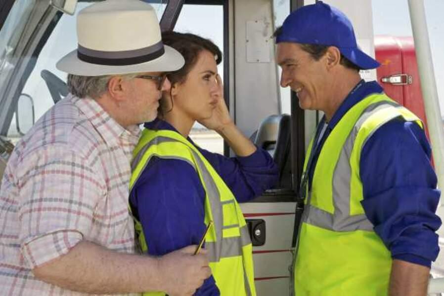 Complice avec Antoninio Banderas et Pedro Almodóvar sur le tournage des Amants passagers (2013)