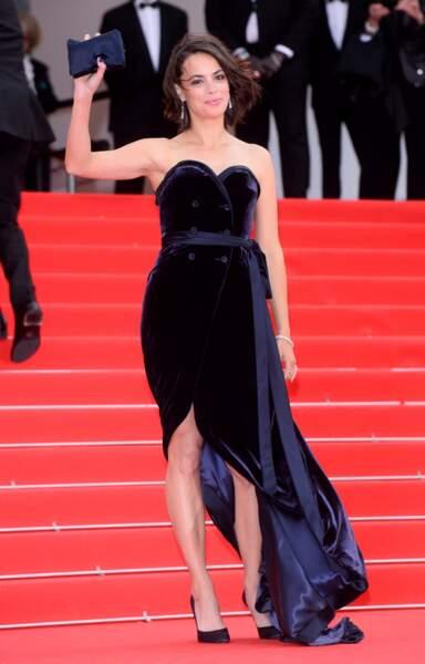 Bérénice Bejo, sublime dans sa robe bustier en velours