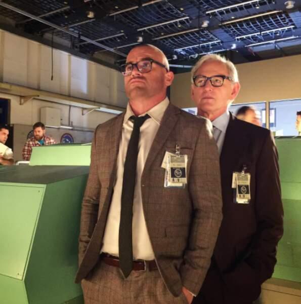 Dominic Purcell et Victor Garber ont l'air extrêmement sérieux dans DC's Legends of Tomorrow, c'est louche