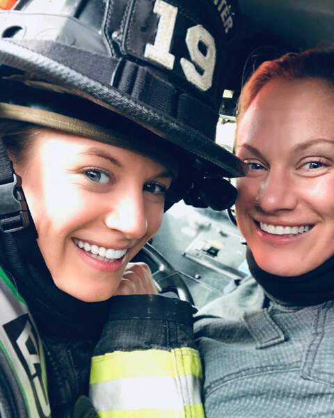 Danielle Savre et sa sœur Stephanie, sur le tournage de Station 19, le spin off de Grey's Anatomy