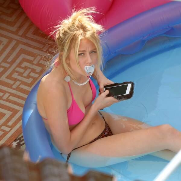 L'actrice Justine Lupe a tourné une scène de Younger, en bikini en plein milieu de Brooklyn !