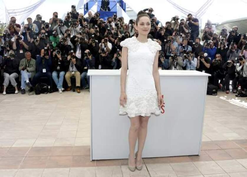 Robe blanche brodée pour Marion Cotillard
