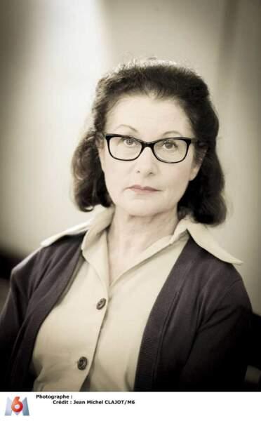 Mademoiselle Roger, professeur de Chant et d''Éducation Ménagère