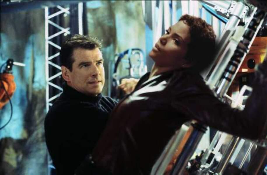 Meurs un autre jour, avec Pierce Brosnan (2002)