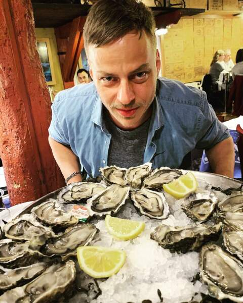 Thomas Wlaschiha (Game of Thrones), sur le tournage de Das Boot, ne rigole pas quand il mange des huîtres