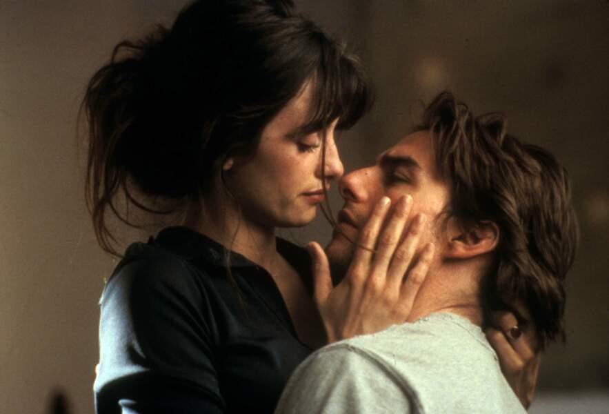 Pendant le tournage de Vanilla Sky en 2001, elle entame une relation avec Tom Cruise