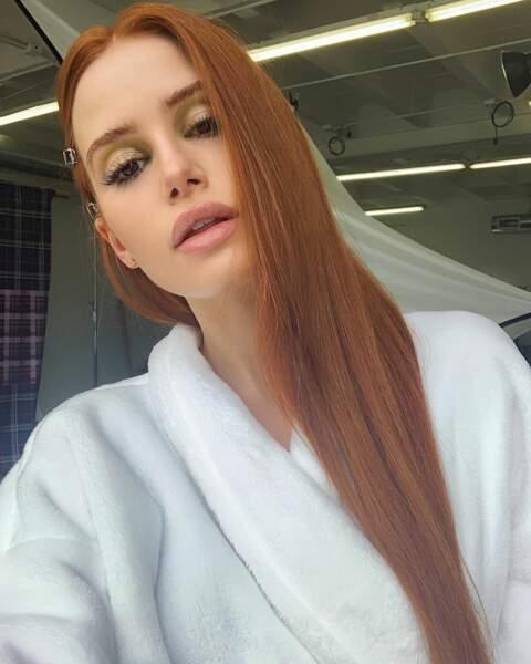 Un selfie tout en beauté dans sa loge pour Madeleine Petsch, la rousse incendiaire de Riverdale