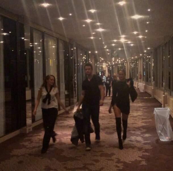 Défilé classe dans les couloirs de l'hôtel