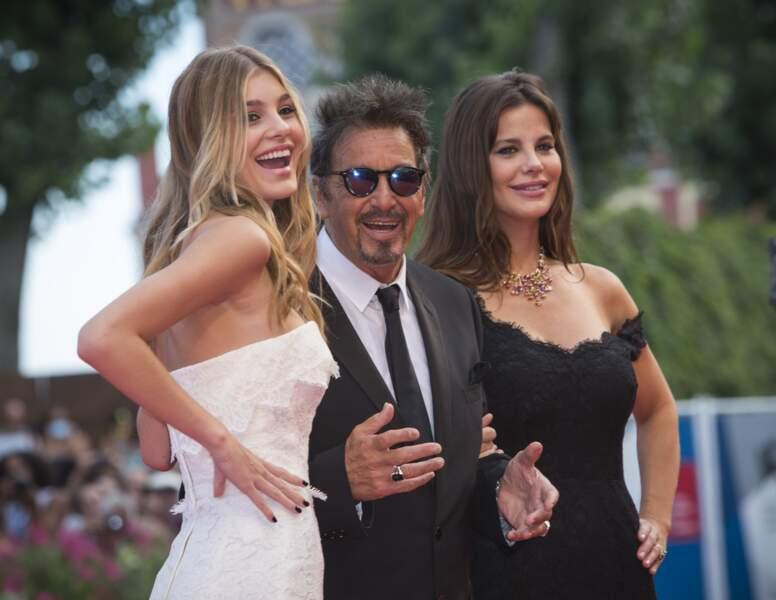 Al Pacino, ravi au bras des femmes de sa vie : Lucila Sola, sa compagne (en noir) et la fille de celle-ci, Camila