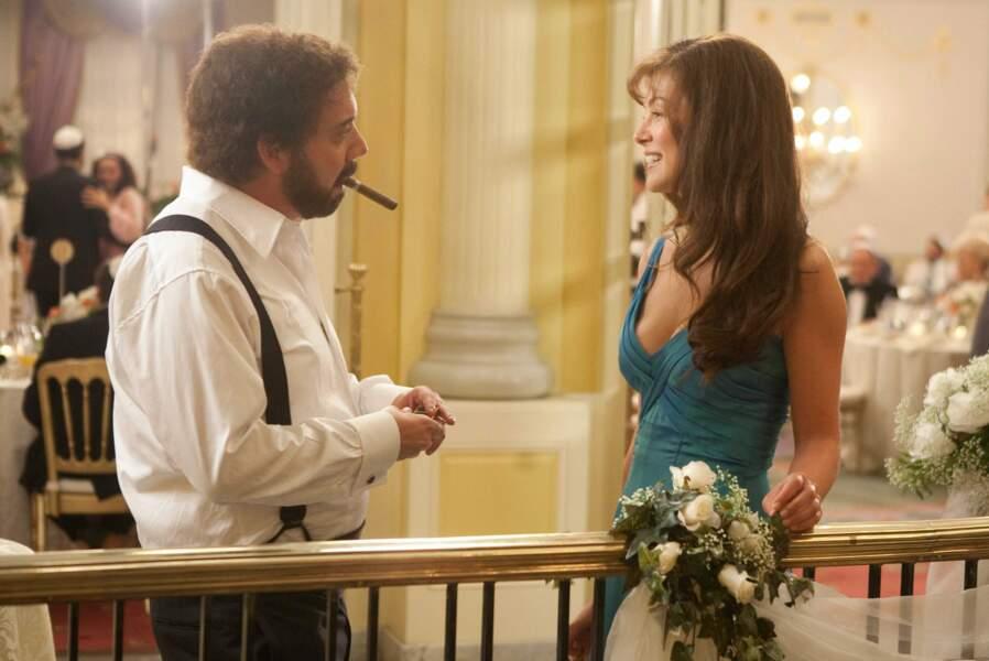 Paul Giamatti l'épouse dans Le monde de Barney (2010), un des rôles qui lui tient le plus cœur. Son plus beau ?